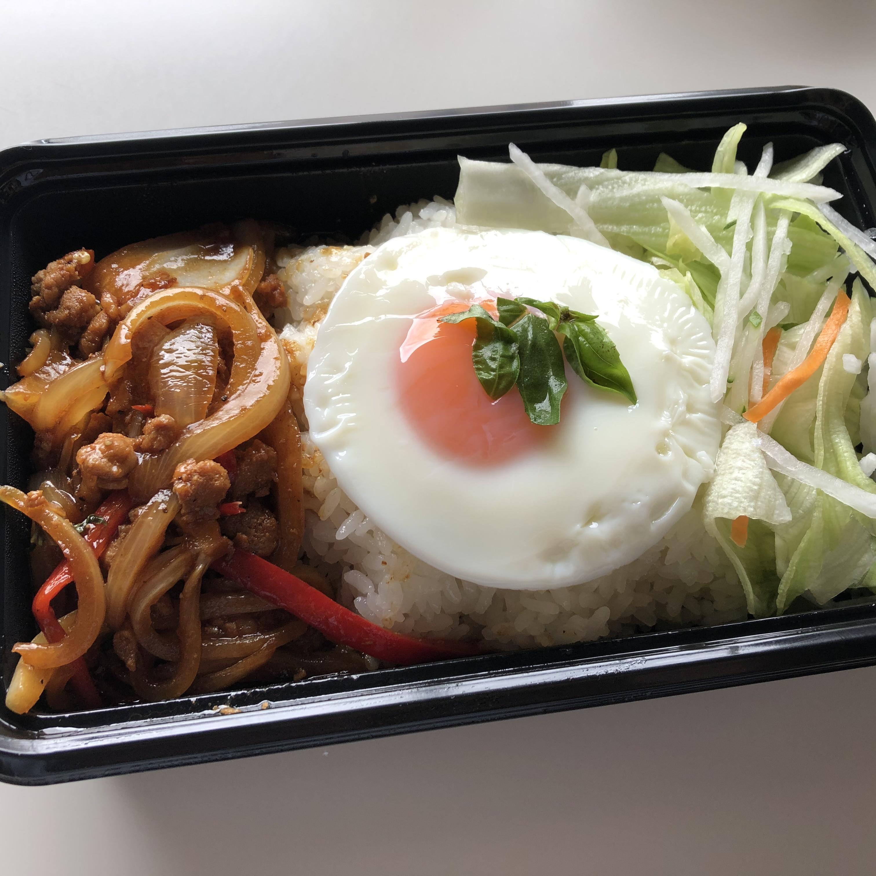 海南鶏飯のガパオライス弁当
